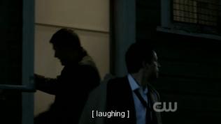 Vừa chạy Dean vừa cười