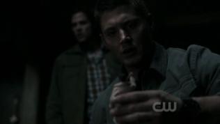 Dean nâng Cas lên...
