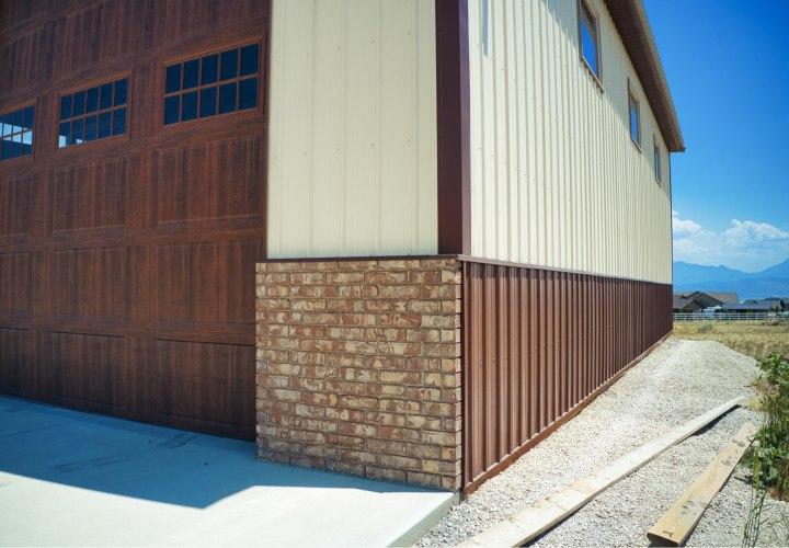 Wainscot, Gary's Pole Barn Garage - Beehive Buildings - 40x50x16