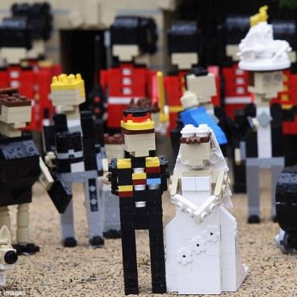 Représentation du futur mariage entre Kate Middleton et le prince William, en LEGO