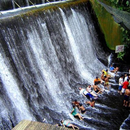 Villa Escudero, un restaurant avec les pieds dans l'eau