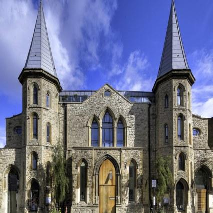 Une église convertie en superbe loft à Londres