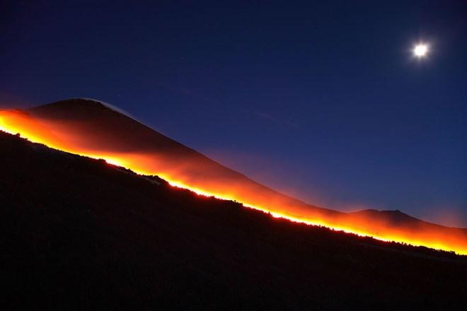 Etna - Lava River Under Full Moon - Martin Rietze
