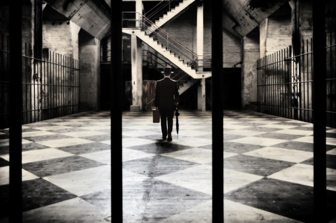 The traveller in the staircage - Ralph Graef