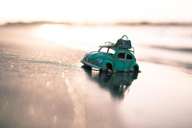 Golden Hour on The Shiny Beach / Kim Leuenberger