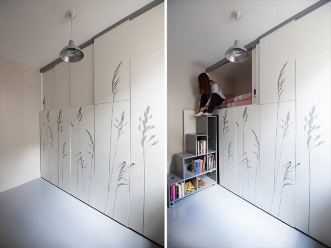 Vue des armoires et de l'escalier en forme d'étagère
