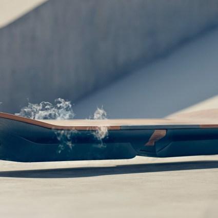 WHAT ? Lexus a fait le slide, un Hoverboard comme celui de Marty McFly