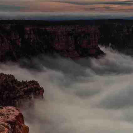 Une mer de nuages dans le Grand Canyon