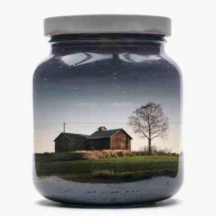 Une collection de paysage finnois dans des bocaux en verre / Christoffer Relander