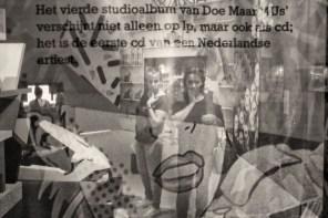 de eerste nederlandse artiesten op cd? doe maar. het staat op een dundoek op de tentoonstelling 'de jaren tachtig, doemdenkers & positivo's' in het noordbrabants museum in den bosch. bezoekers kijken in nostalgie terug op wat eens het nieuwste van het nieuwste was.