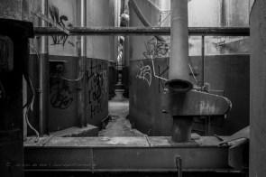 tusen de silo's van de oude veevoederfabriek