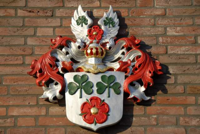 coat of arms installed -3- coat of arms