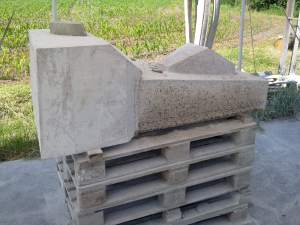 cutting a block of Rosa Porinho granite with the angle grinder