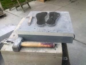 Paduka's in zwart graniet- pre-cutting with the saw machine