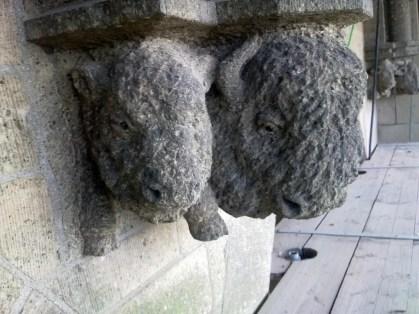 Kraagsteen van Bison met jong, Eusebiustoren