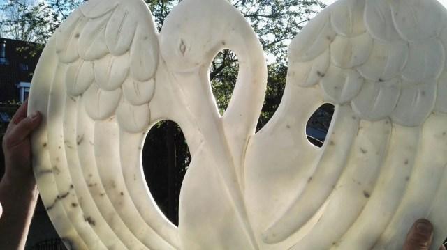 doorschijnende kraanvogel in marmer