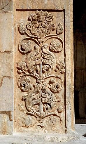 bas-relief met levensboom