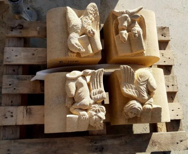kleine kraagsteentjes met de vier evangelisten voor de Lambertuskerk in Veghel