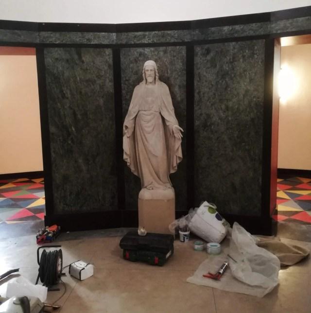 Installing Jesus statue