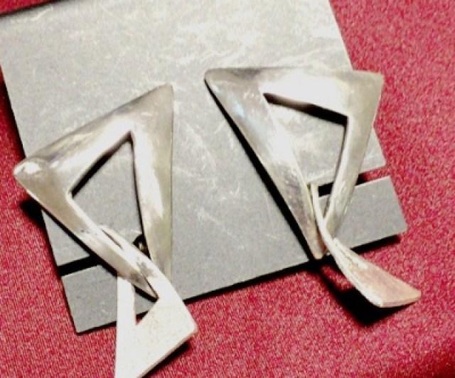 三角のイヤリング