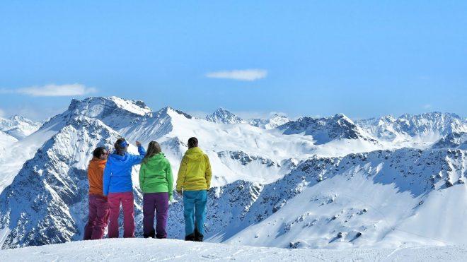 Winterwelten Arosa Lenzerheide Chalet Schiesshorn Winter Schnee Berge Hörnli Skifahrer Fashion Mode Skimode
