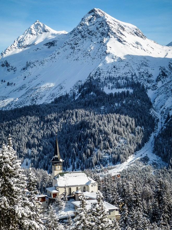 Winterwelten Arosa Lenzerheide Chalet Schiesshorn Winter Schnee Berge Dorfkirche