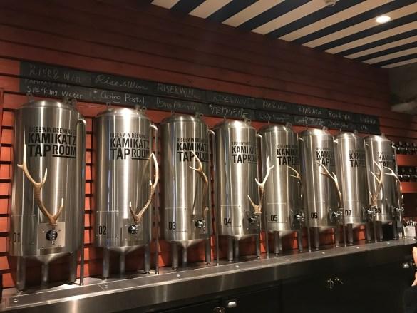 Rise & Win Brewing Co. Kamikatz Taproom Inside 2・ライズアンドウィンブルーイングカンパニー カミカツタップルーム店内2