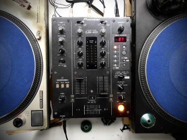 【DJ機材】生産終了?DJミキサーPioneer-DJM400がコスパ最強なワケ