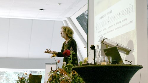Astrid Schoots guiding the opening event of the conference
