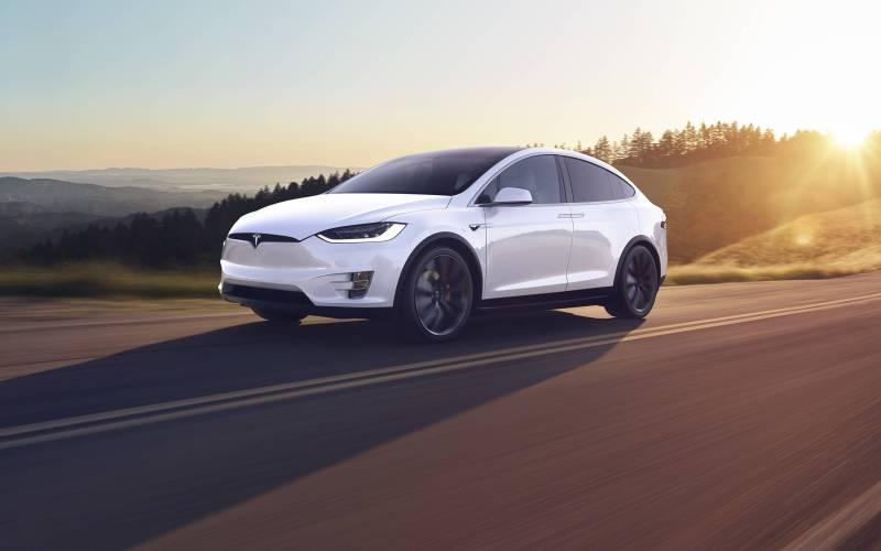 Tesla Model X voitures électriques luxe
