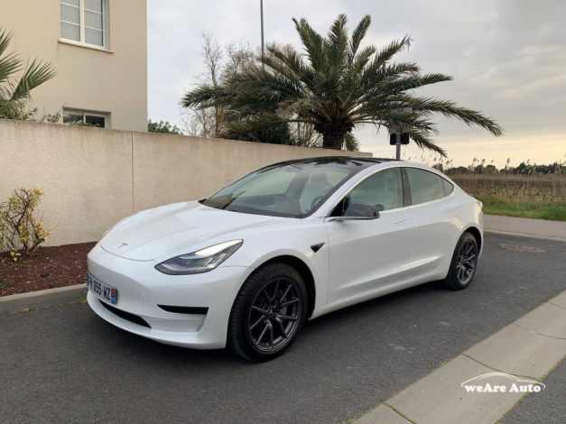 Tesla Model 3 - voiture électrique autoroute