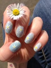 daisy nails beffums nail art