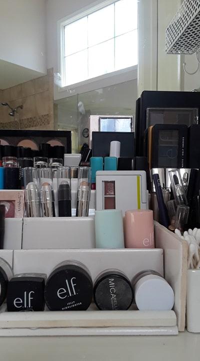DIY makeup organizer using bathroom tiles.  Before3pm.com