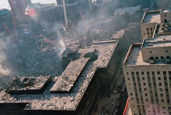 028 10 600x402 - Salen a la luz unas exclusivas fotografias del 11 de Septiembre