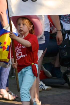 Meisje met vlag