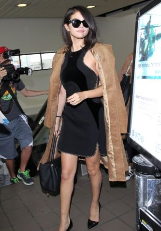 selena-gomez-arriving-at-lax-airport-in-los-angeles-october-2015_1_thumbnail