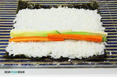 preparación de sushi vegano