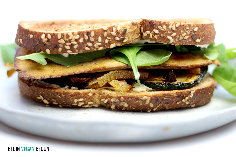 Sandwich 100% vegetal de tofu y queso de anacardos