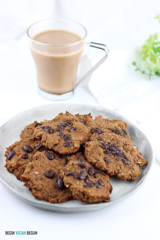 leche de avellanas y cacao y galletas