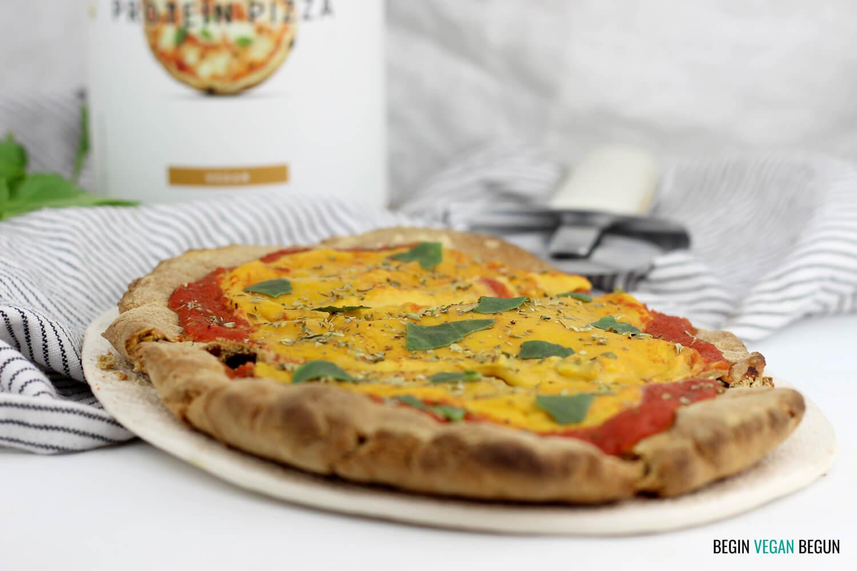 Pizza proteica vegana al cheddar casero