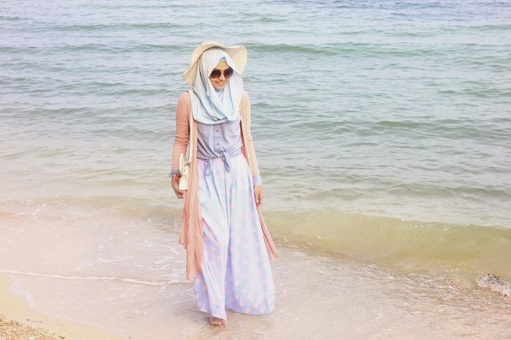 Fashionable Dengan Hijab Saat di Pantai u2013 Blog Behijab | Koleksi Hijab Fashion Terbaru cuman di ...