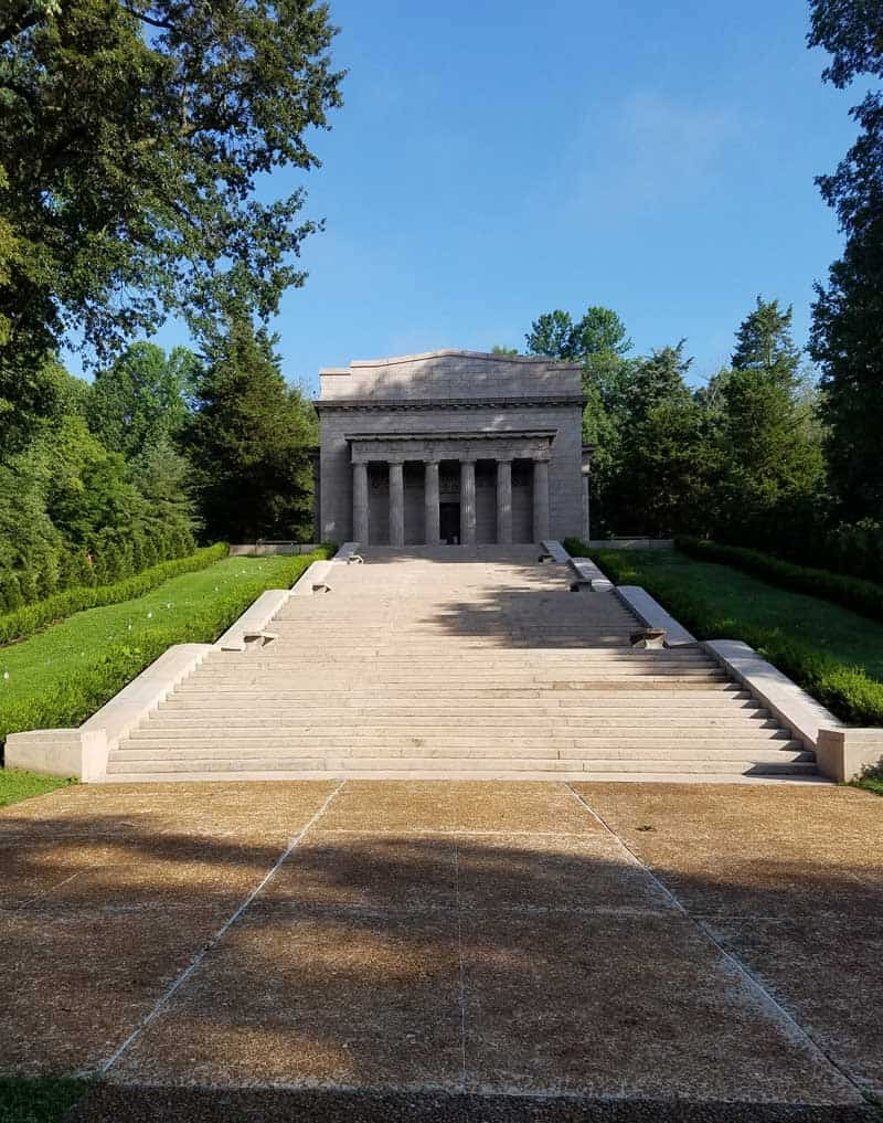 This monument design reminds me of the Lincoln Memorial in Washington, DC. Inside the building is the replica of the cabin where Abraham Lincoln was born.
