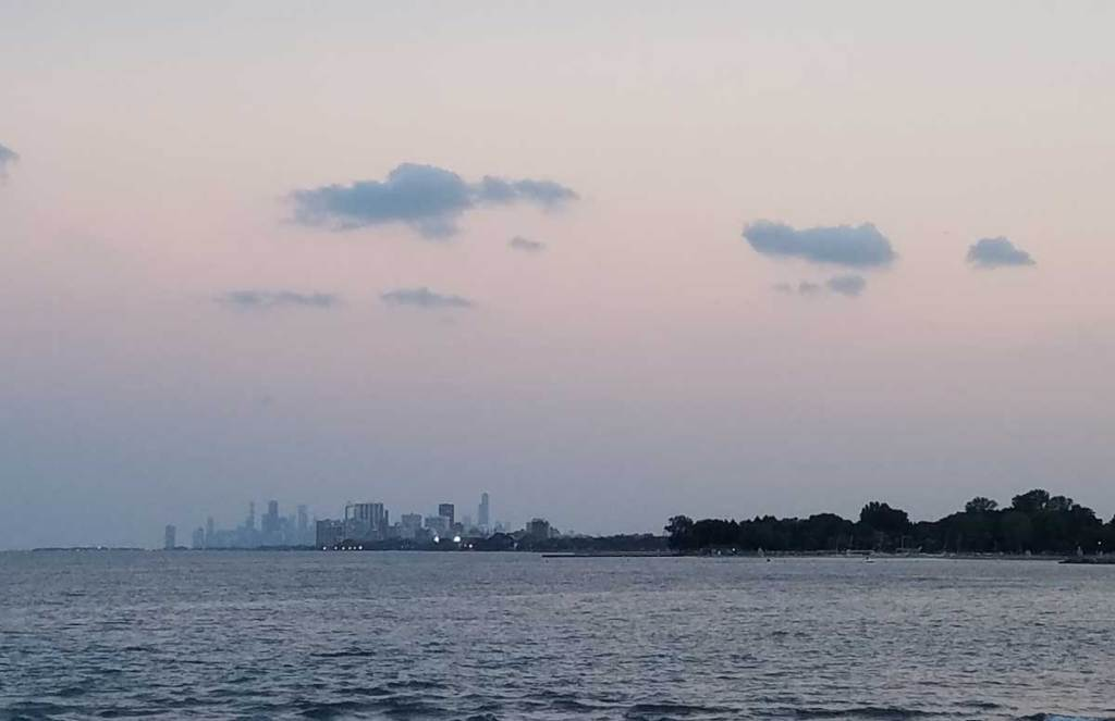 A sunset view of the Chicago skyline from the Northwestern University lakefill