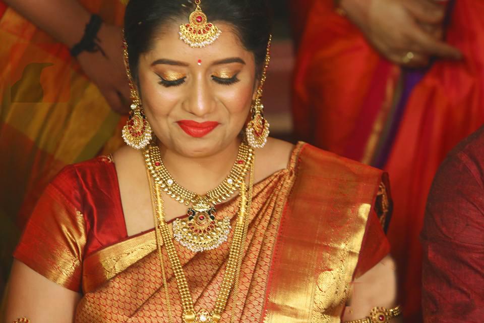 Priyanka Deshpande Biography, Wiki, DOB, Family, Profile, Movies list