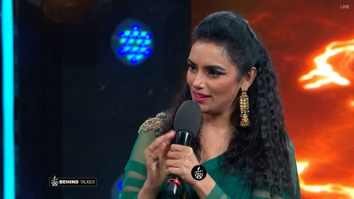 Shwetha menon in Bigg Boss Stage