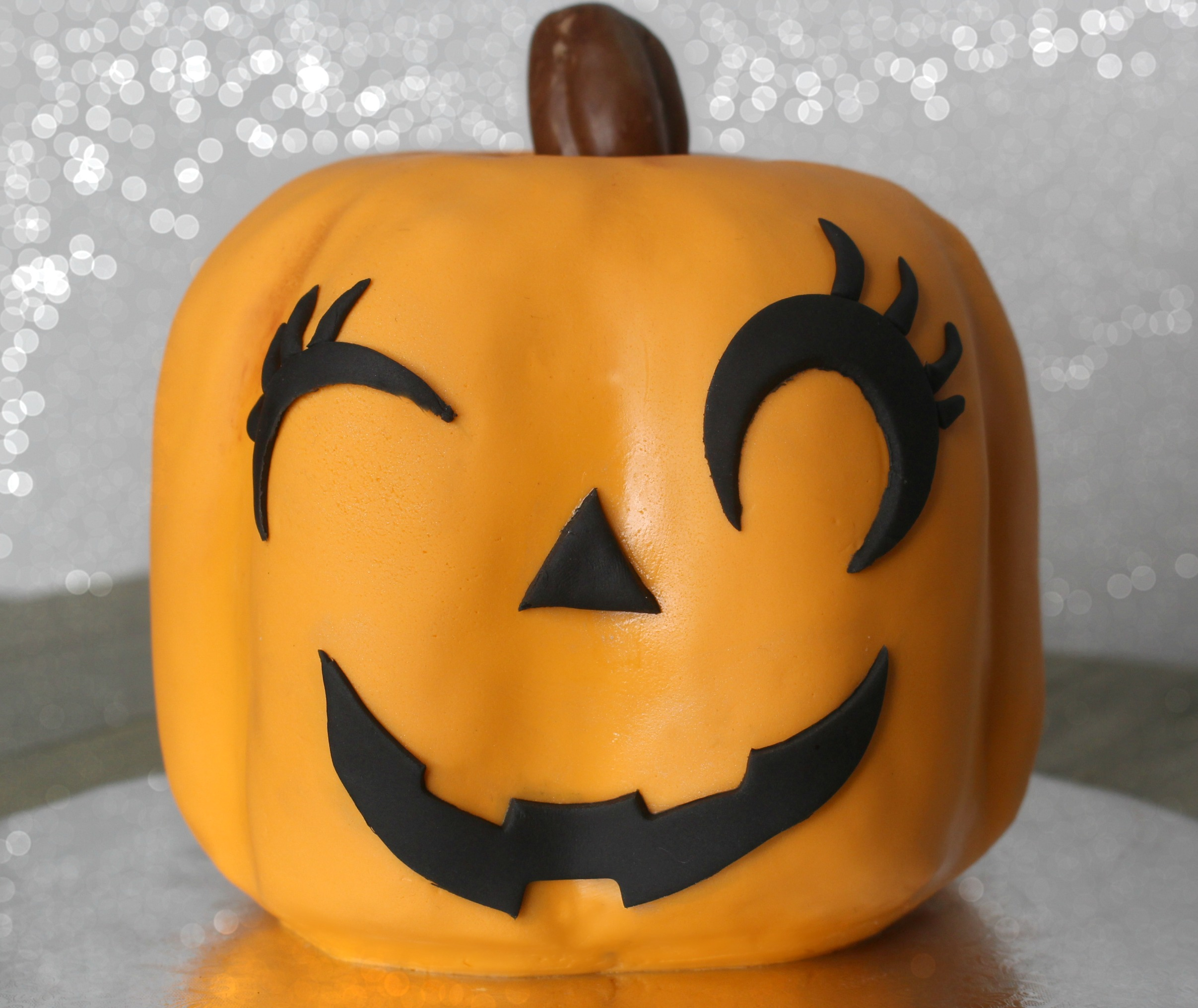 cute halloween pumpkin cake