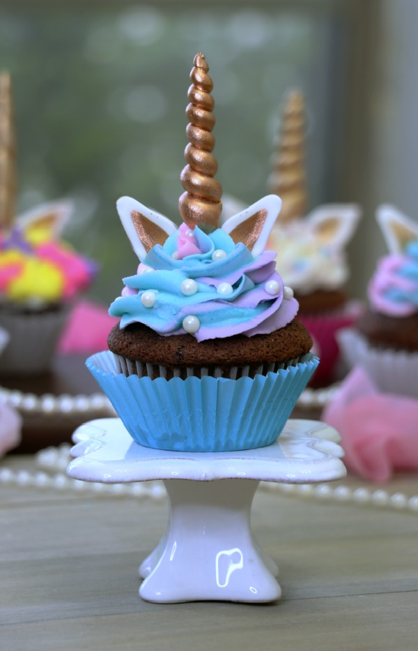 unicorn cupcake cake unicorn cupcakes a tutorial on how to make these 8166