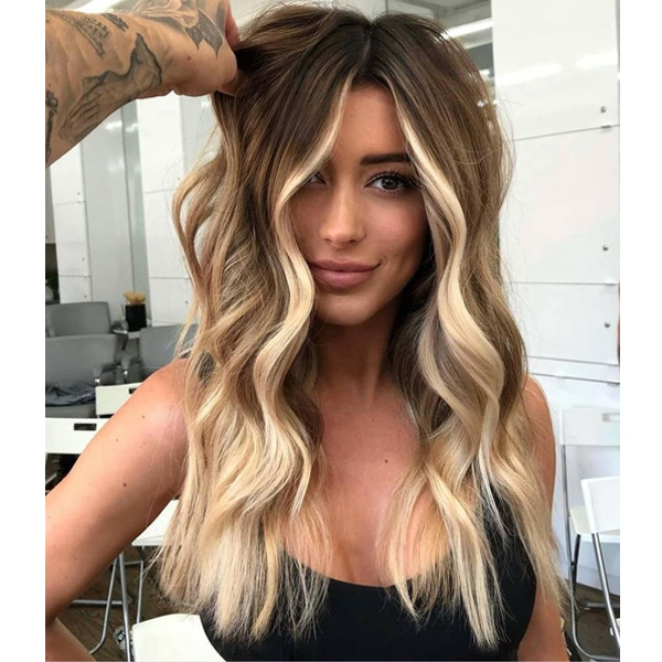 fall 2021 hair color trends face framing blonde