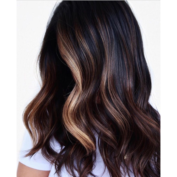 fall 2021 hair color trends chocolate caramel brunette