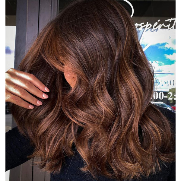 fall 2021 hair color trends brunette balayage